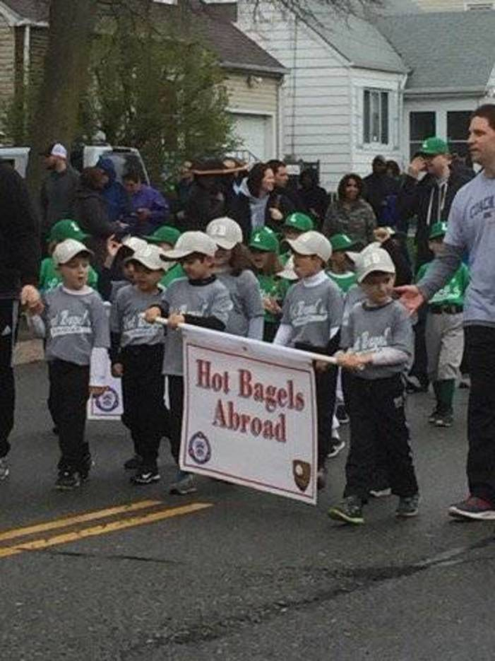 2827a9d0de42297d19f8_Bloomfield_Little_League_Parade_2017_95.jpg