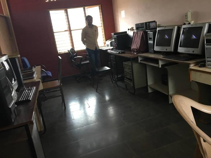 2844c6988d2028fa7613_Computer_Lab.JPG