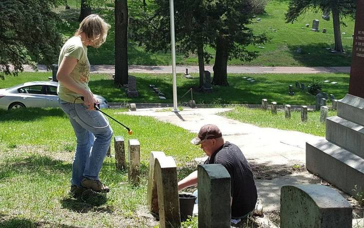 2986e1e42148edf85af9_Edison-Cemetery_Cleanup01.jpg