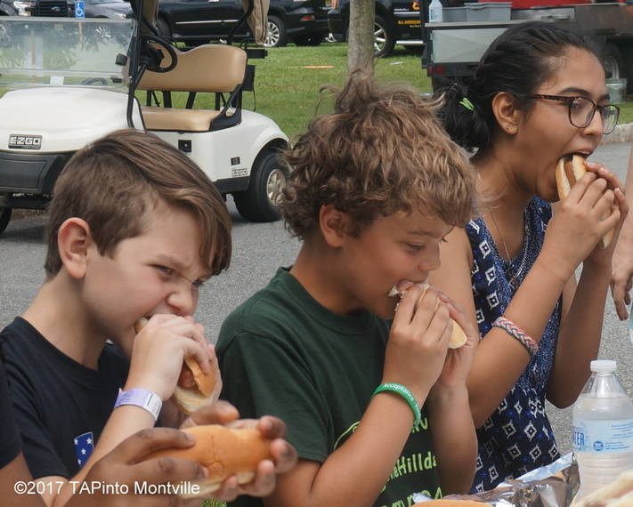 29f9d4c2d6a7bf359929_a_Hot_dog-eating_contest_competitors.JPG