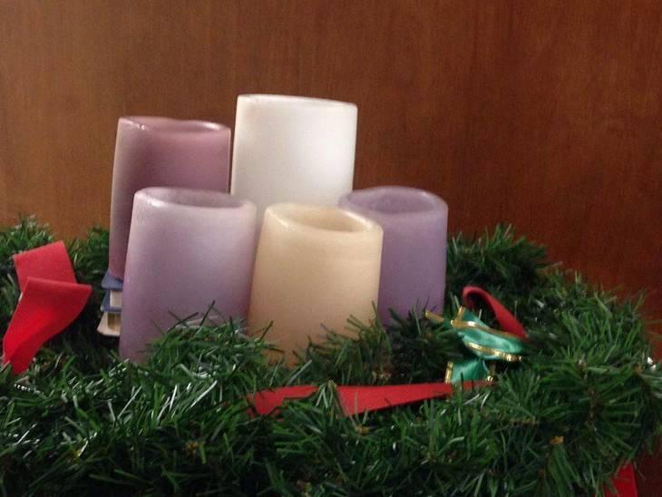 2a6b4d21e766bc25507e_Advent_Wreath_and_Candles.jpg