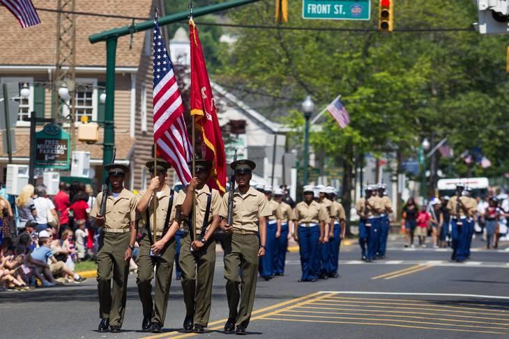 2d76fb2ce8f27d0b5268_Parade_2015_-_ROTC_cadets.jpg