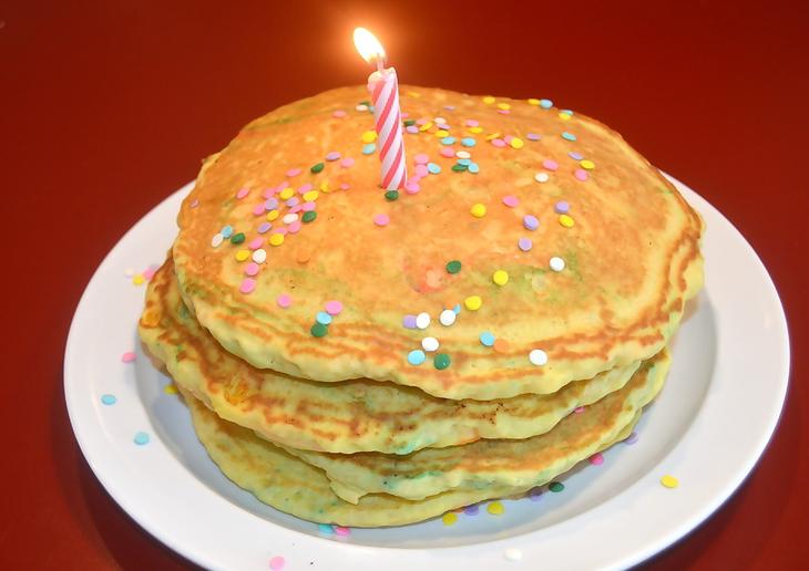 2f8f56eabc2ea9d8632c_Birthday_pancakes.jpg