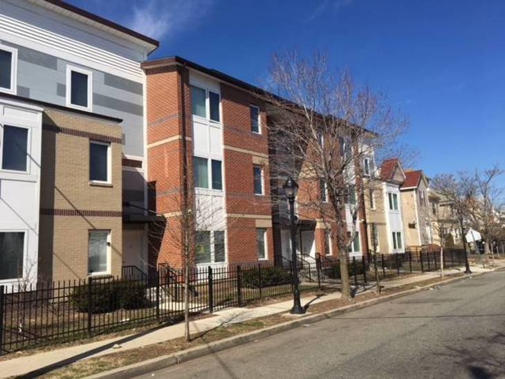 3084687314389f49671f_Streetscape_of_townhomes_along_Central_Place.JPG