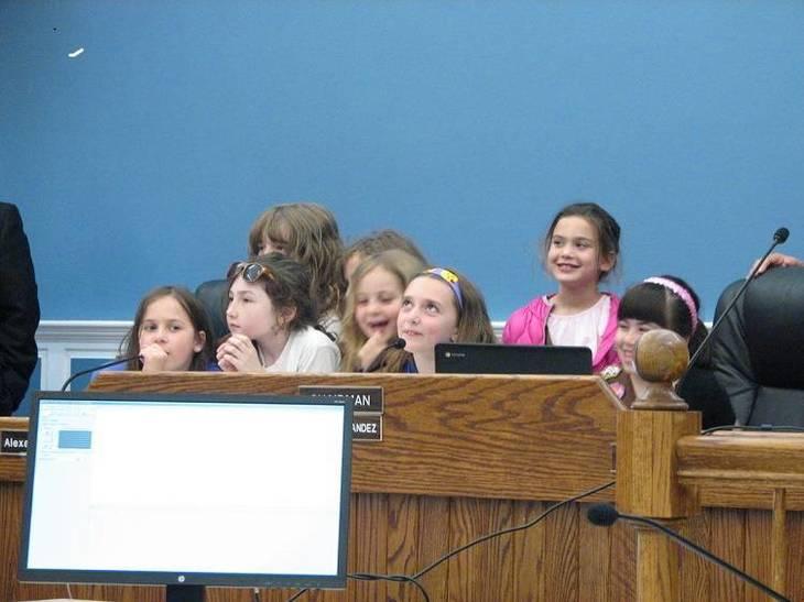 317f1d93beeead78a90b_PBspringfield-girl-scouts-play-board-member.jpg