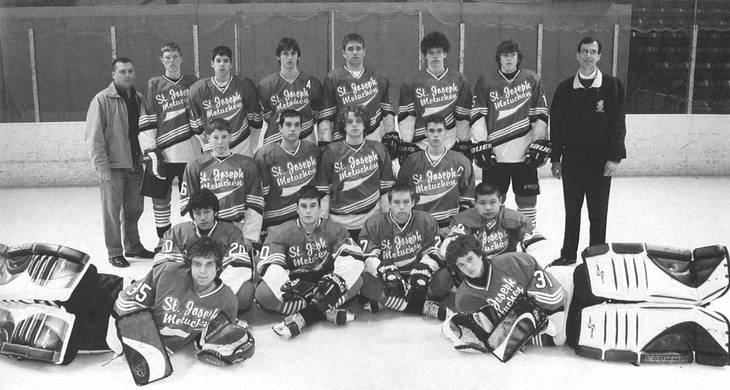 32eb4b56116ed1e8119d_Carlson_Frosh_Team_-_in_the_middle__kneeling_row__third_in_from_the_left.jpg