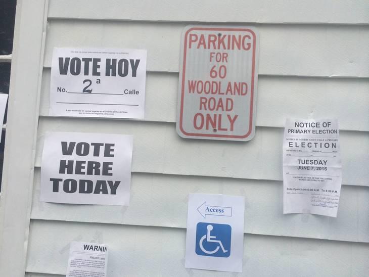 3411b594edf98225a5dd_voting_signs.JPG