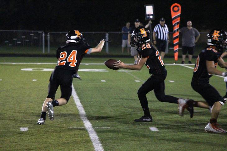34364095bd8dd77d0557_EDIT_SENIORS_jake_handoff_to_ant_for_TD_use.jpg