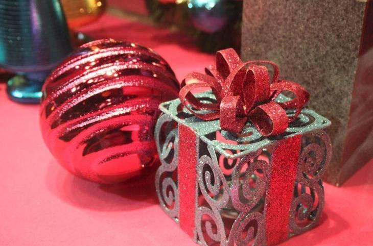 352124d0de1250e183dd_Christmas_Trio_Jewelers_Window_Dec_2017.JPG