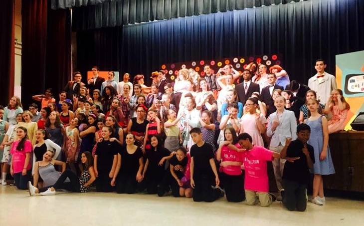 373a57a207e2be00520d_Hairspray_cast.jpg