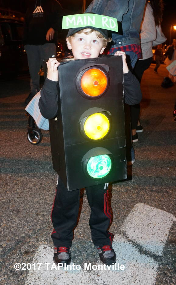 3c6b01b6aa64c42b48d1_a_Gavin_McNamara_gives_the_Towaco_Vol_Fire_Dept._parade_a_green_light__2017_TAPinto_Montville.JPG
