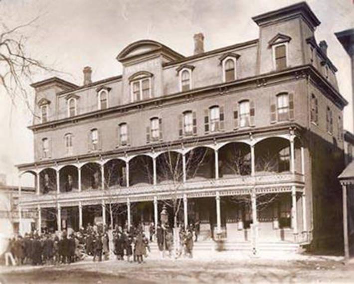 3e4d47018da334048838_Union-Hotel-Historic.jpg