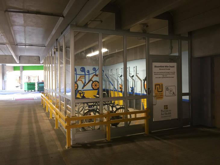 432a12059dde4452304c_Bloomfield_Bike_Depot_Mural_2.jpg