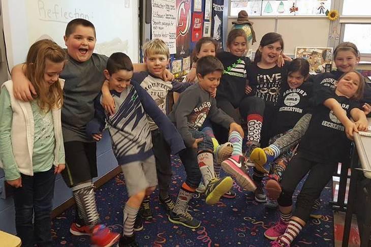 4371715905ddce1535e3_341688b2340828584eb9_Beckers_3rd_grade_class_showing_off_crazy_socks.jpg