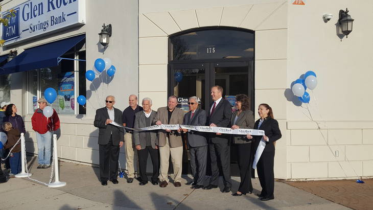 44474400b8c3a02458a7_glenRock_bank_cut_ribbon.jpg