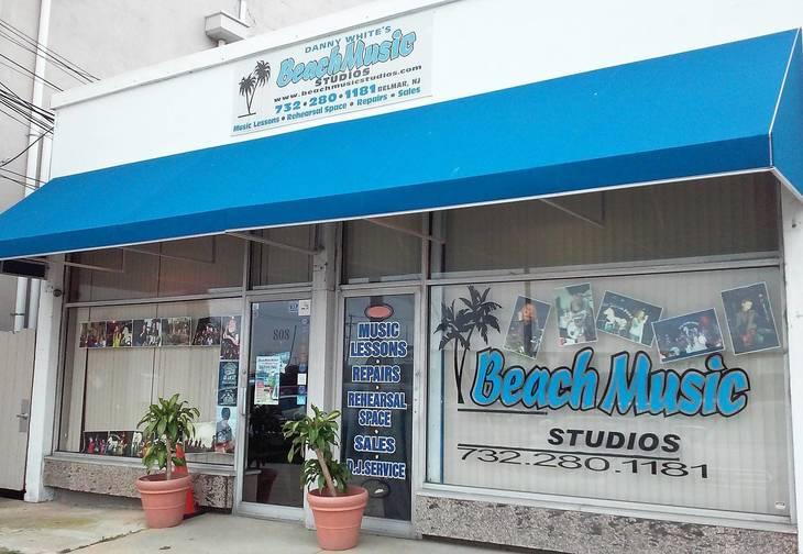 47fa13a8414157df27ad_beachmusicstorefront.jpg