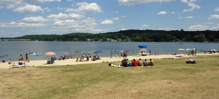 49bf66f7422f48019bb2_Lake_Hopatcong_State_Park_NJ_beach_scene.jpg