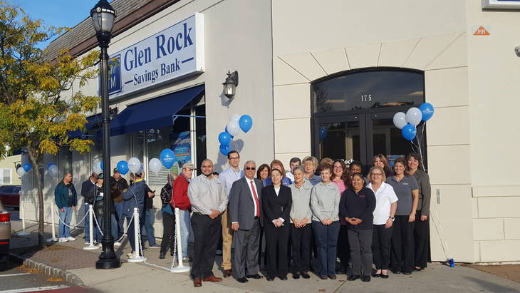 4ad7c32a861c62b0ee4b_glenRock_bank_employees.jpg