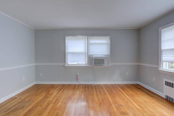 4cb6553e633454f51f20_59_Liberty_St_Clark_NJ_07066-large-008-002-Living_Room-1498x1000-72dpi.jpg