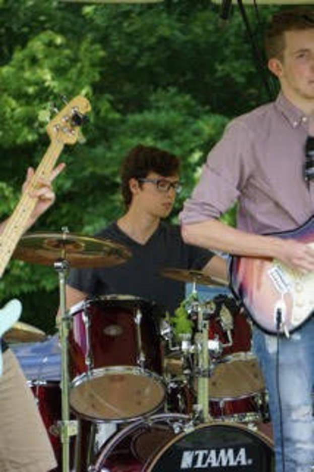 4d3faa83bcdde871c758_drummer.jpg