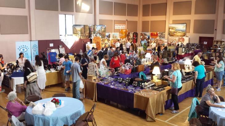 4d6a32ab42a90db8e7d3_Vendors_in_gym.jpg