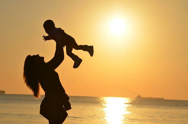 4efcdf658853f6139bfb_mother_holding_up_child_in_sunset429158_1920.jpg