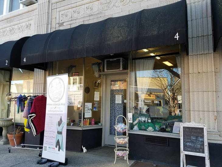 5233e3d7ea58293bba7d_The_Eclectic_Chic_Boutique_Storefront.jpg