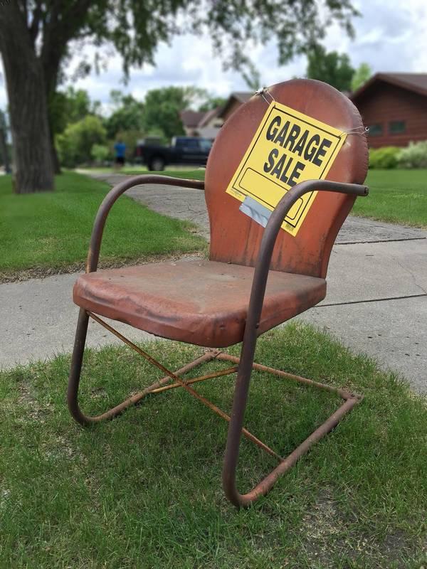 Best crop 527e312c7605cdd7ecf6 garage sale sign 2261502 1920