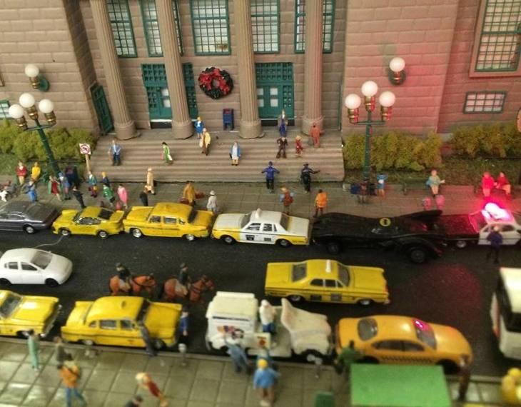 52dfd62adf1865b157e4_Model_RR_city_hall___Batmobile.jpg