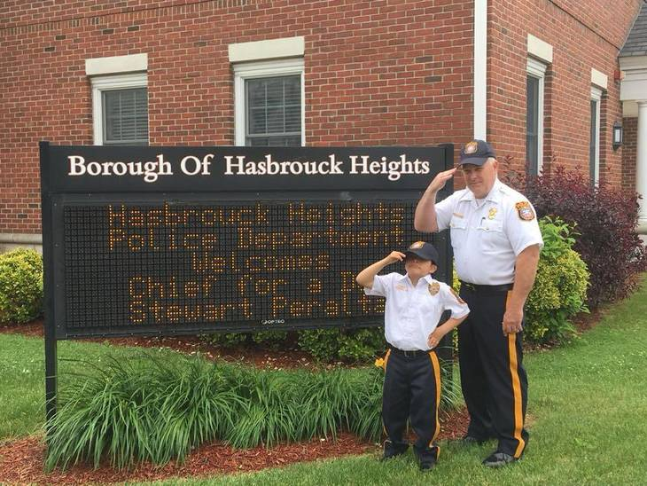 56f795530e9661014e35_Stewart_and_Chief_at_sign_per_HHPD_Alan_Baker.jpg
