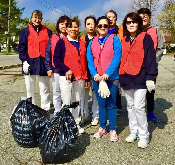 57d2efcb77be21d9faa8_Tzu_Chi_Foundation_Earth_Day_Cleanup_2___..JPG