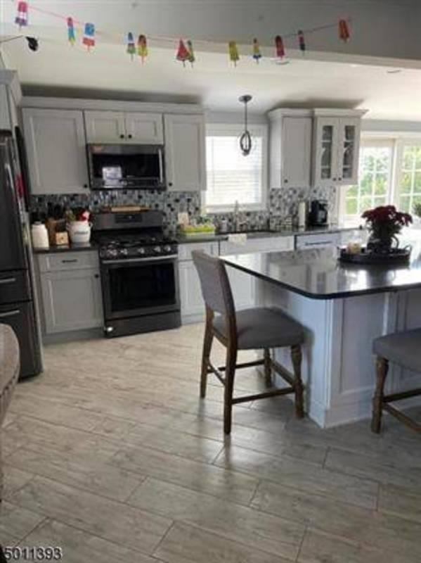 5854412cdcd22f2fb57d_kitchen.jpg