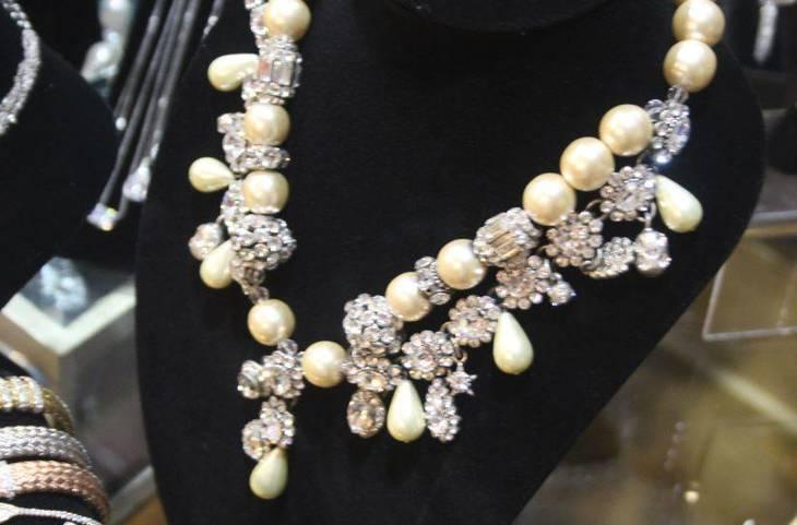 58b3bca01eb0215e20b8_Bianca_Jewelers_a.JPG