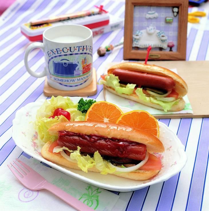 59e18dbbc72ff7043618_2015_Hotdogs.jpg