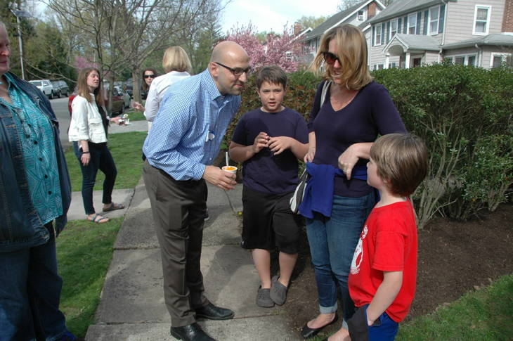 5a2937263b2f2208d0f1_Talking_to_voters_young_and_old_alike.jpg