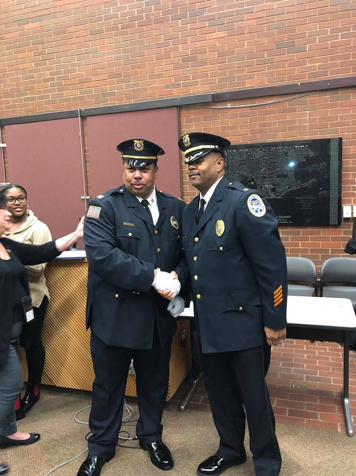 5a5e851c1b7dfdd6468a_b1e92d7b6223355adc45_Captian_Stacy_Williams_and_Chief_of_Police_Brian_Barnes.JPG