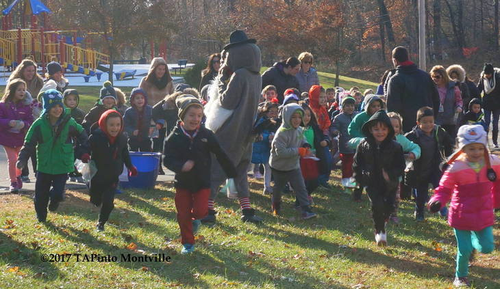5abbf1738c2b9574345f_a_The_Mason_Elementary_kindergarteners_and_first_graders_start_the_Turkey_Trot__2017_TAPinto_Montville.JPG