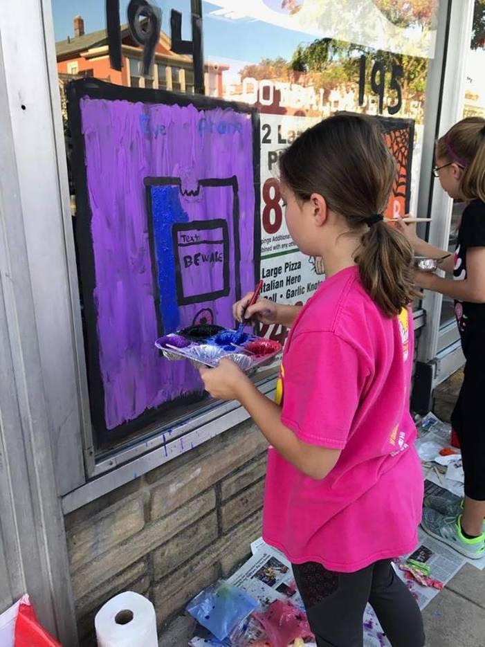 5e2b1dc7835cc82dd52f_girl_painting.jpg