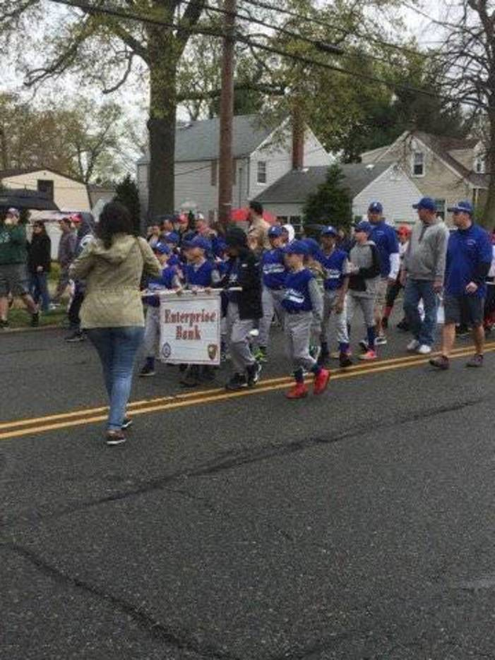 5e33146316fa4c62d2c7_Bloomfield_Little_League_Parade_2017_9.jpg