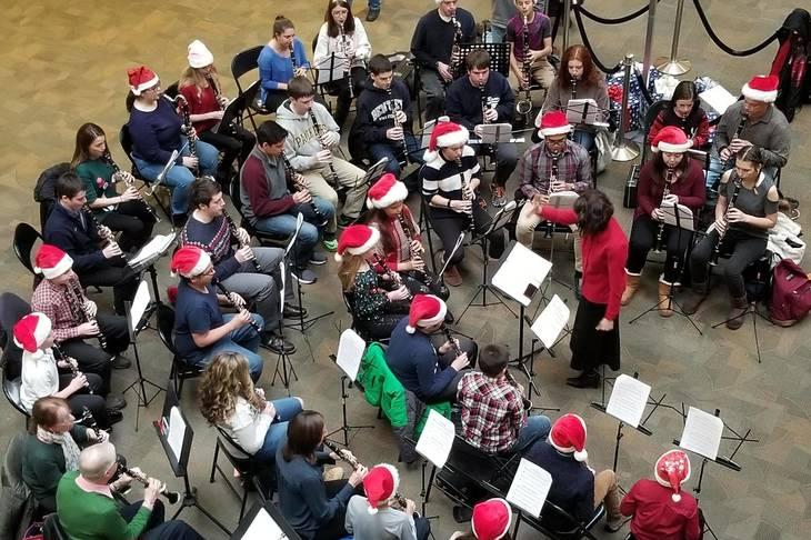 6c57712f41bf8527c22f_02b928a0602ba949f749_Clarinet_Students_Playing_at_Rockaway_Mall.jpg