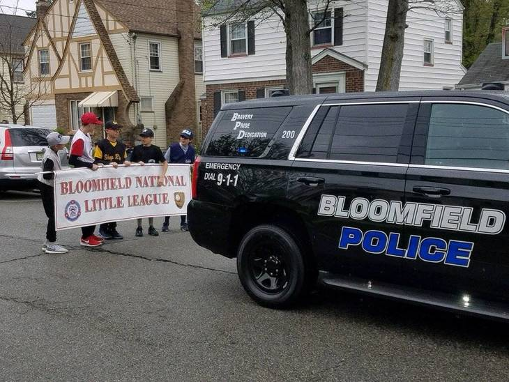 6d67fb4f8140810c98b9_Bloomfield_Little_League_Parade_2017_3.jpg