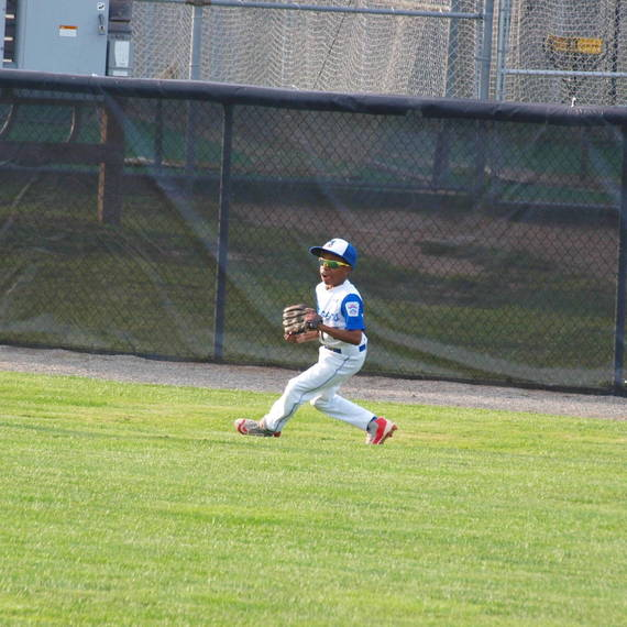 704a5bfe928debfd885b_7fa6bf52fdd7e2ee2817_Josiah_Sharpe_Makes_the_play_in_Right_Field.JPG
