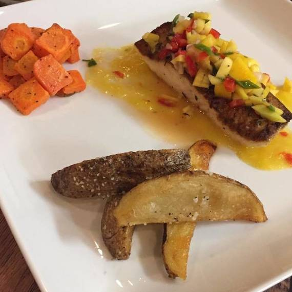 71013f9df9e8cdcbe514_a7a8f6479aa57dbc17b3_Fresh_Halibut_in_a_white_wine_sauce_served_with_mango_salsa_.jpg