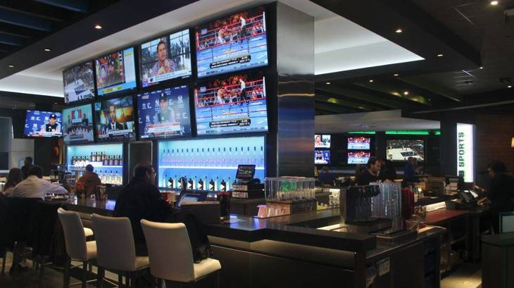 7487d0f71b3e009b62ac_Dave_and_Busters_Bar.JPG