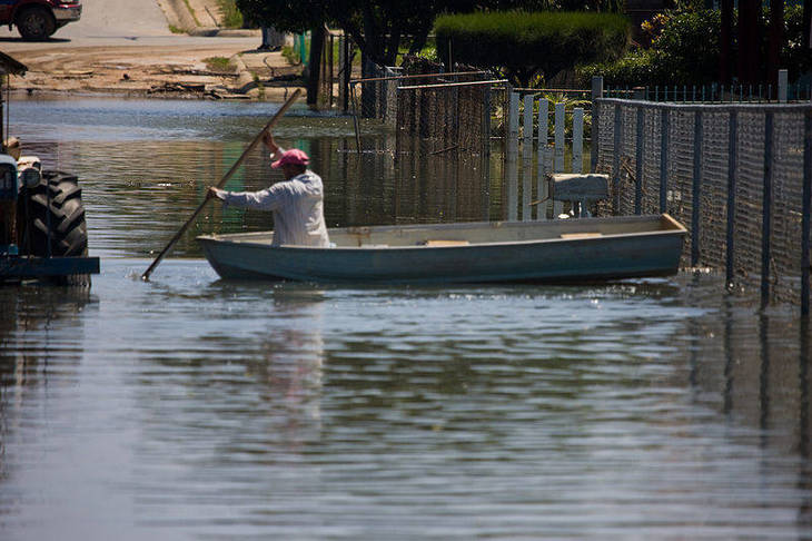 75312b5731e71eedd8e1_800px-FEMA_-_39078_-_Resident_in_flood_waters_in_Puerto_Rico.jpg