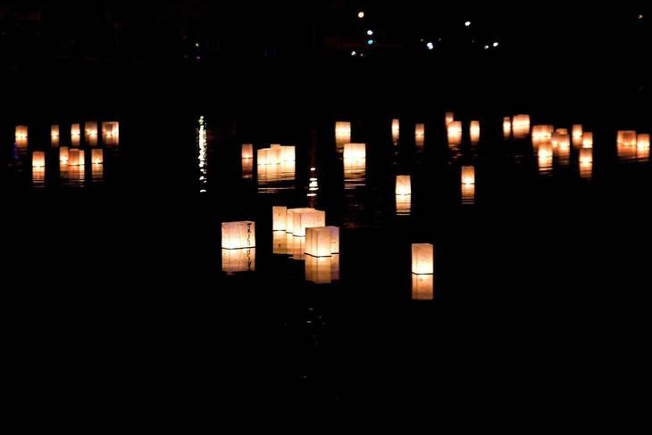 7a50ddb40b6889418caf_Glowing_Lanterns.jpg