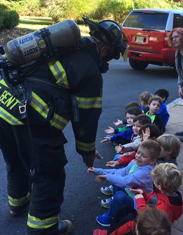 7a95d65038bbb1d650c3_Livingston_Fire_Department_visits_the_Early_School__2_.jpg