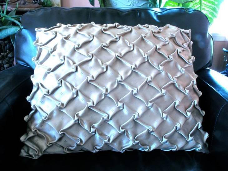 7e550c5848d1825b0f89_pillow2.jpg