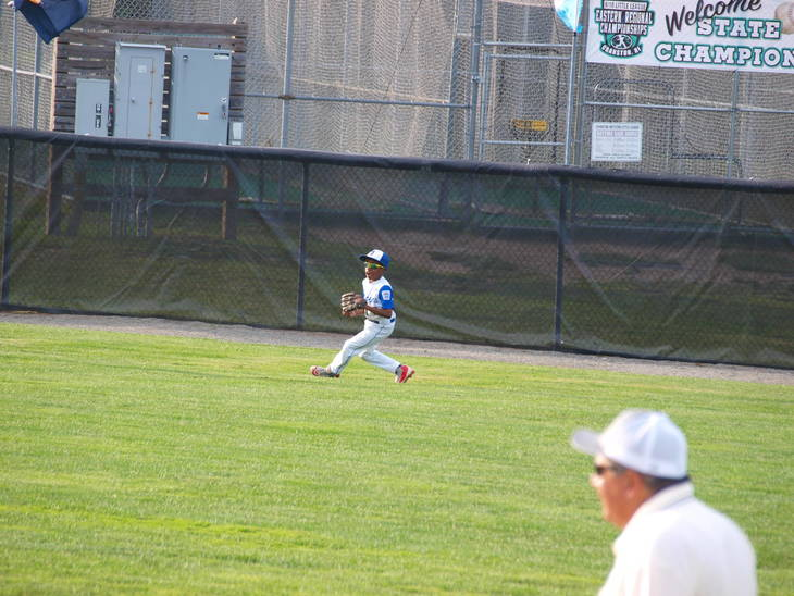 7fa6bf52fdd7e2ee2817_Josiah_Sharpe_Makes_the_play_in_Right_Field.JPG