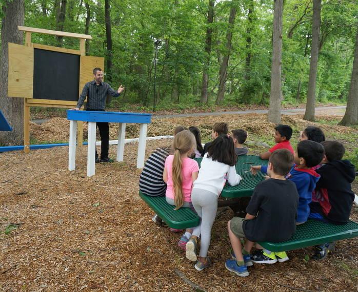 7fb1b61169c3da327e57_a_Teacher_Gregg_Milite_uses_the_outdoor_classroom_with_his_1st_grade_class_crop.JPG